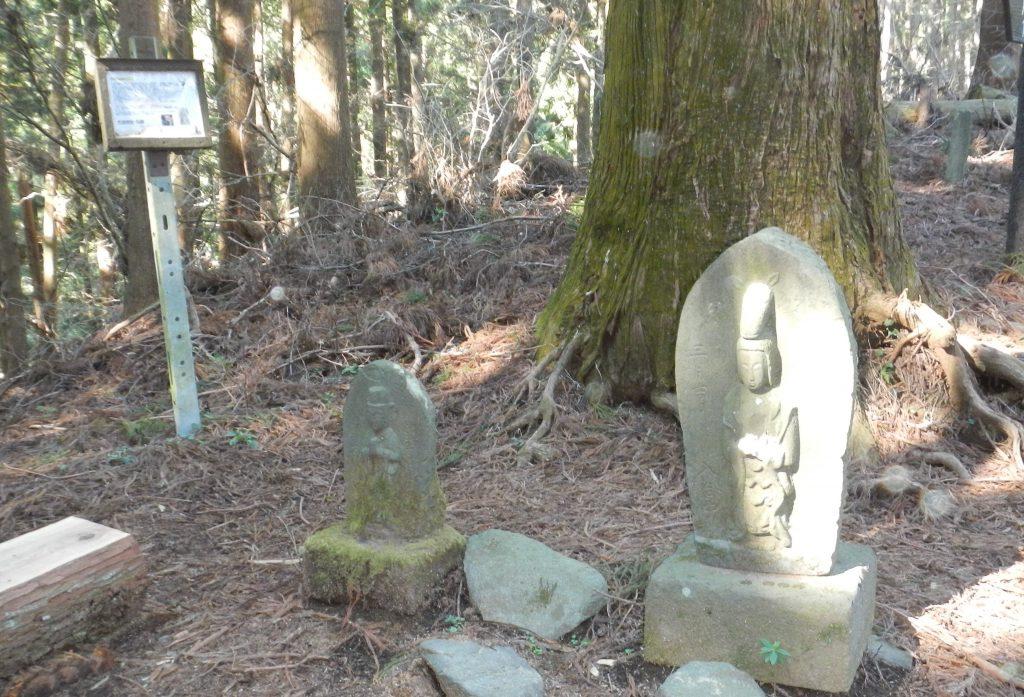 ビリ堂の石仏