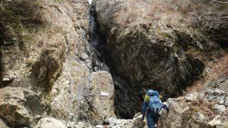 右俣F4の35m大滝